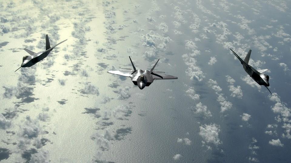 military-aircraft-598818_960_720